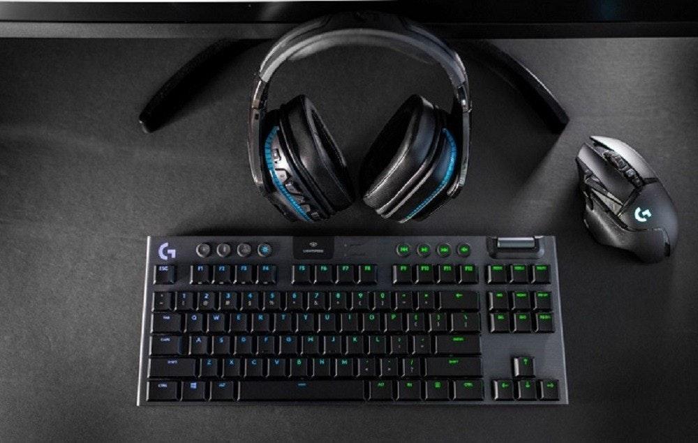 照片中包含了遊戲鍵盤、計算機鍵盤、羅技G915、電腦硬件、遊戲鍵盤
