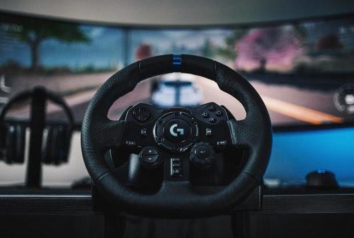 羅技新一代旗艦賽車控制器 G923 登台,搭載 TRUEFORCE 技術、雙離合器、轉速指示與漸進彈簧煞車踏板