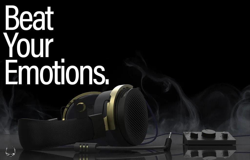 照片中提到了Beat、Your、Émotions.,跟聯盟有關,包含了麥克風、麥克風、安橋、電腦、遊戲耳機