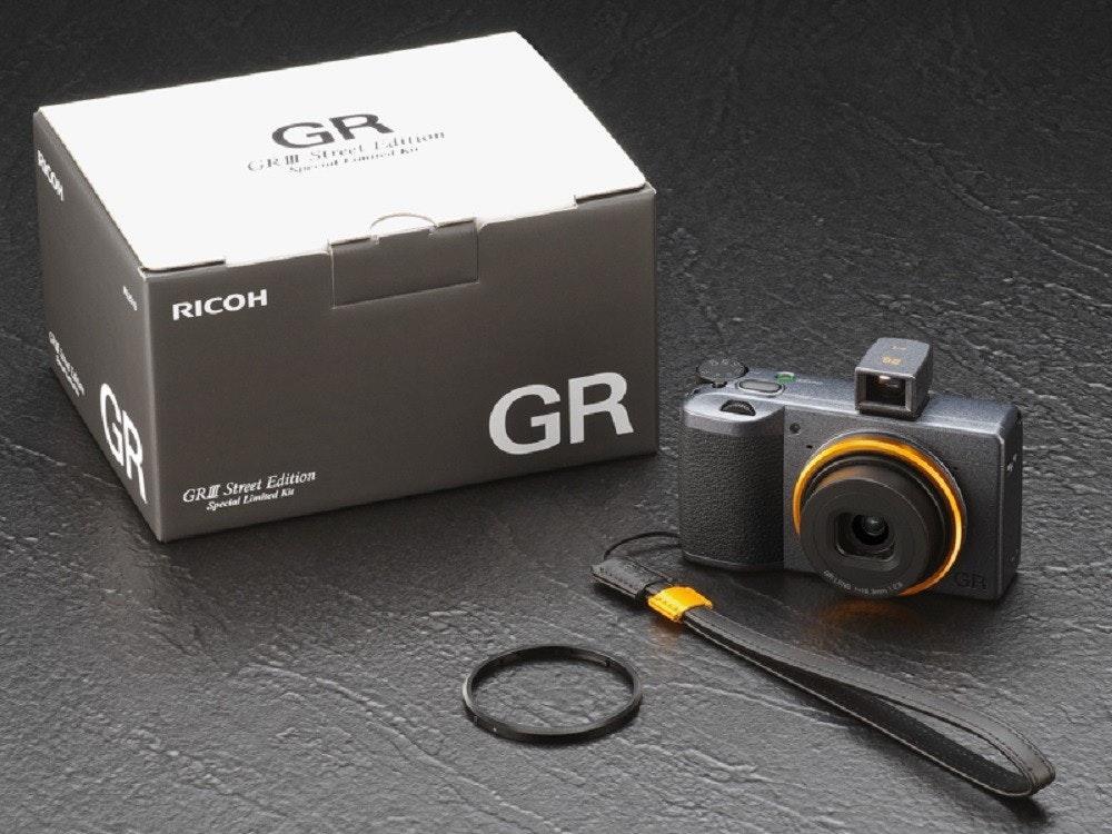 照片中提到了GR、GRII Street diton、RICOH,跟理光、魁北克聯盟大道有關,包含了鏡頭、鏡頭、無反光鏡可換鏡頭相機、相機、產品設計