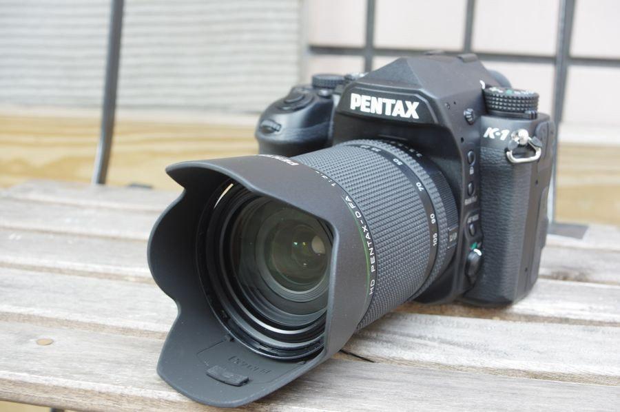 照片中提到了PENTAX、K-1,跟賓得有關,包含了數碼單反、數碼單反、鏡頭、無反光鏡可換鏡頭相機