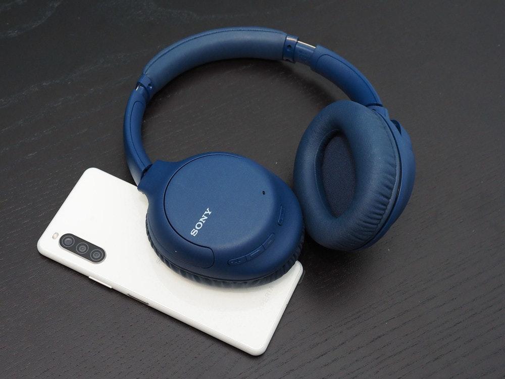 照片中提到了SONY,包含了頭戴式耳機、產品設計、耳機、音響器材、產品