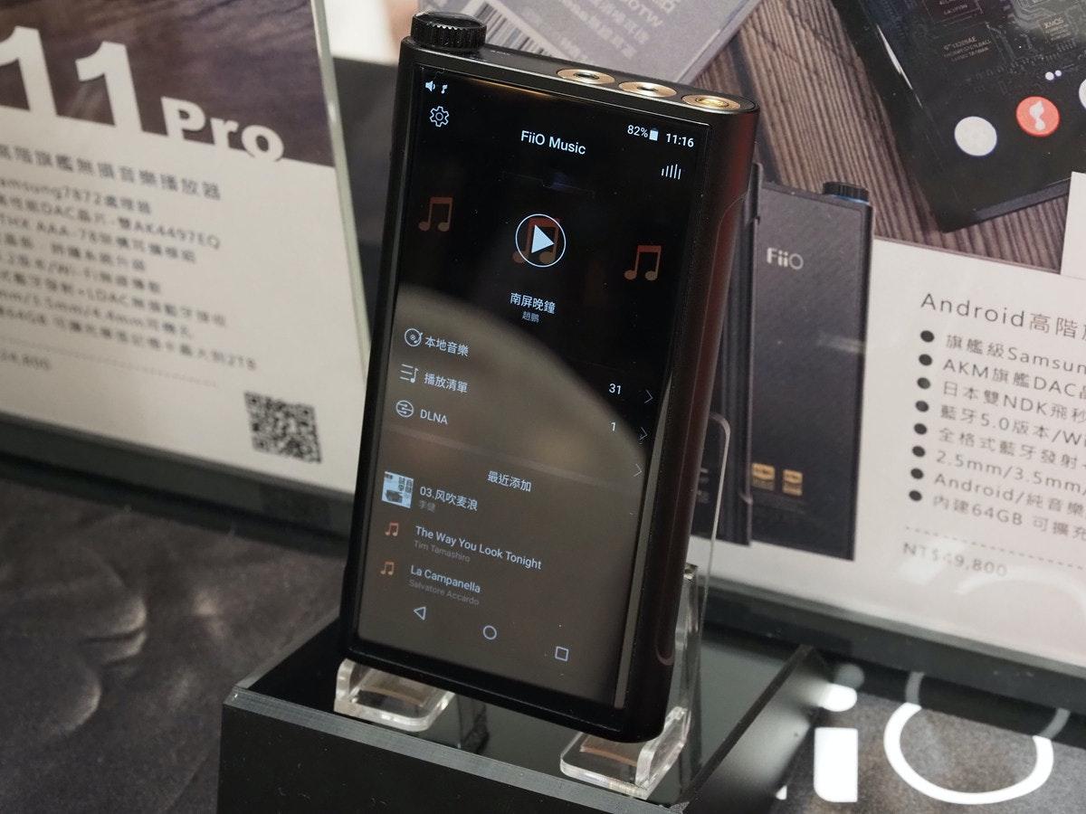 照片中提到了OTW、82% 11:16、FiiO Music,包含了電子產品、功能手機、手機、便攜式通訊設備、電話