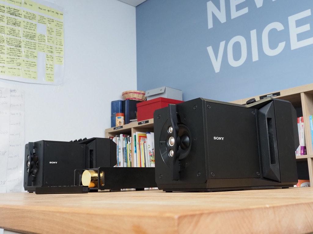 照片中提到了VOICE、SONY、SONY,包含了電子產品、產品設計、電子產品、設計、產品