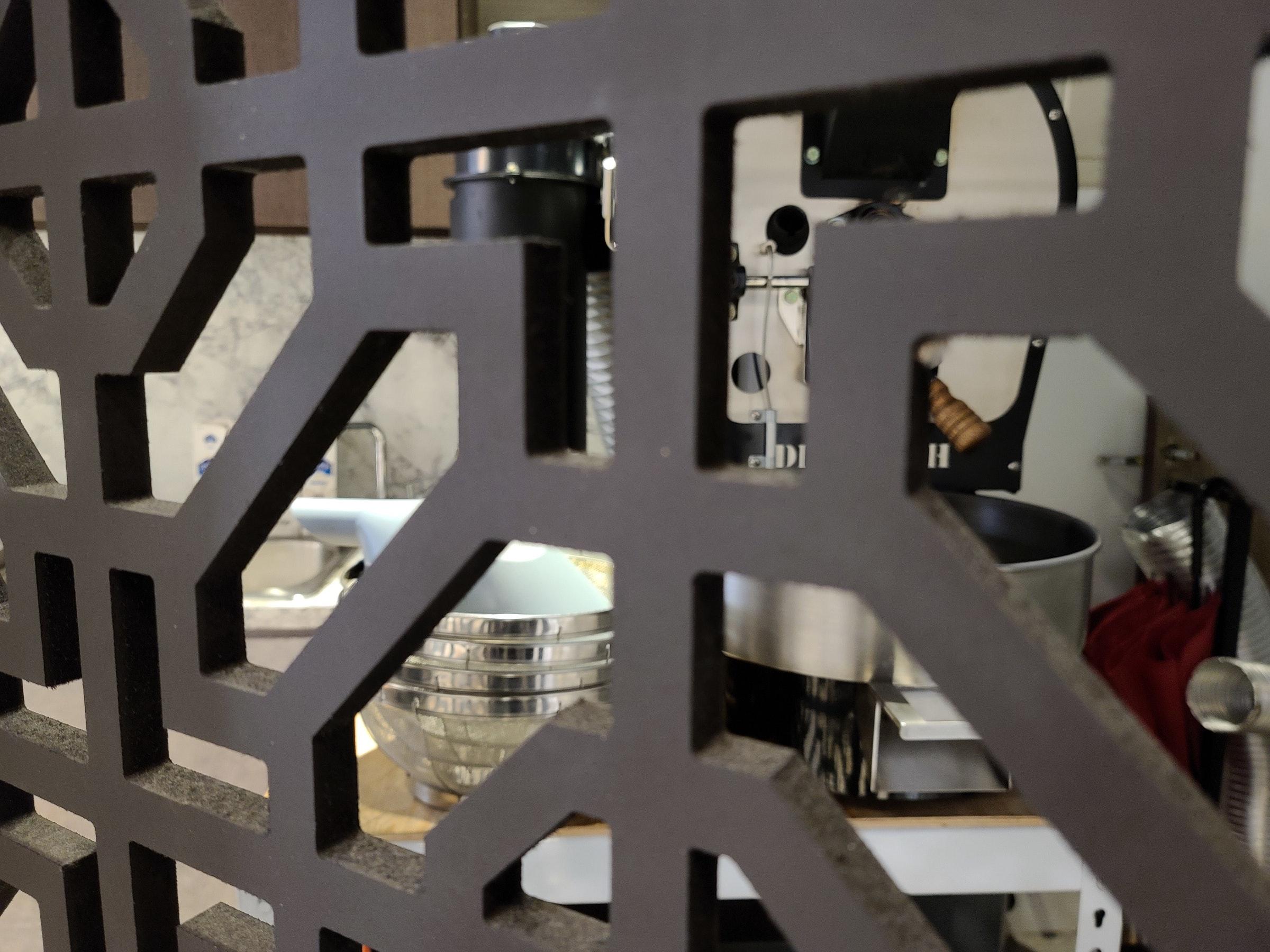 照片中提到了DI,跟秘鲁广播电台有关,包含了家具类、产品设计、家具类、设计、产品