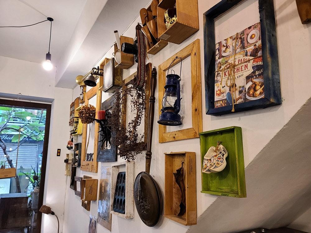 照片中提到了PARIS、KNEHEN SSONS、ARLE,包含了室内设计、室内设计服务、艺术、展览、设计