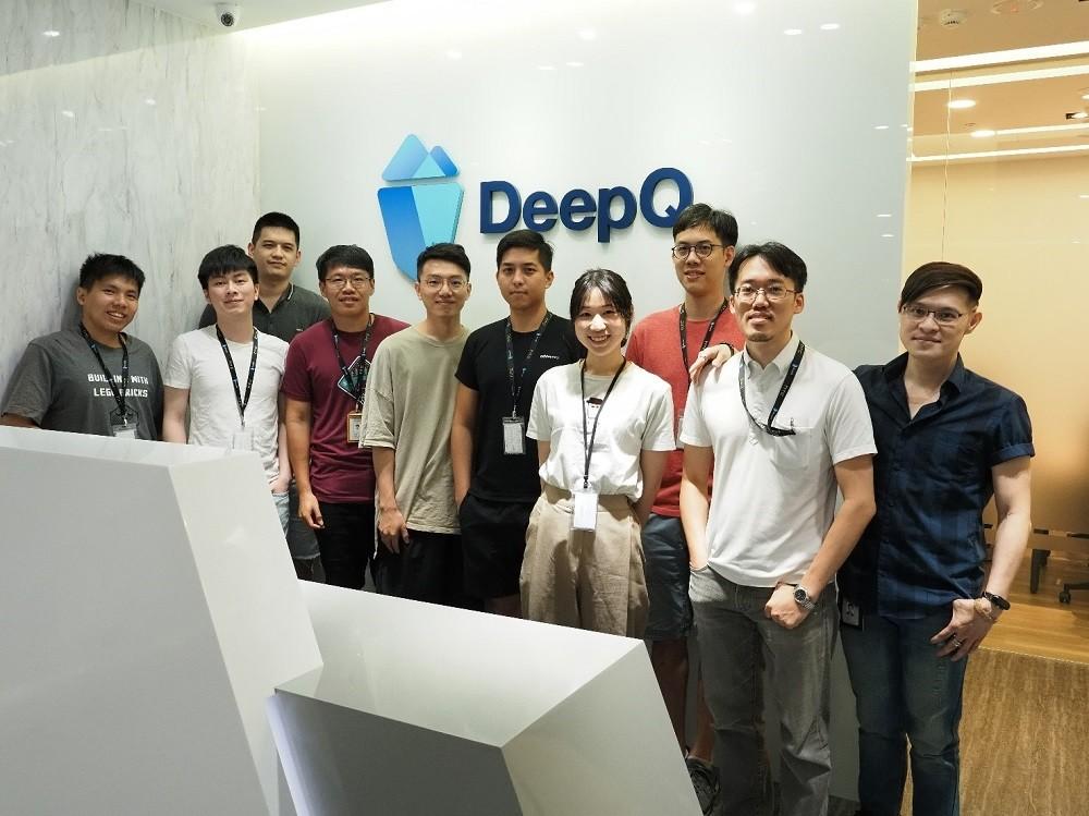照片中提到了Deep、BUIL IN MITN、LEG FAICKS,包含了通訊、公共關係、通訊、產品、機構