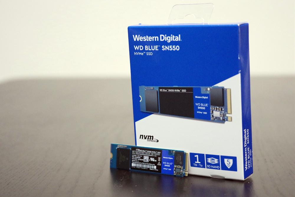 """照片中提到了Western Digital.、WD BLUE SN550、NVME"""" SSD,包含了電子產品、快閃記憶體、西部數據、NVM Express、M.2"""