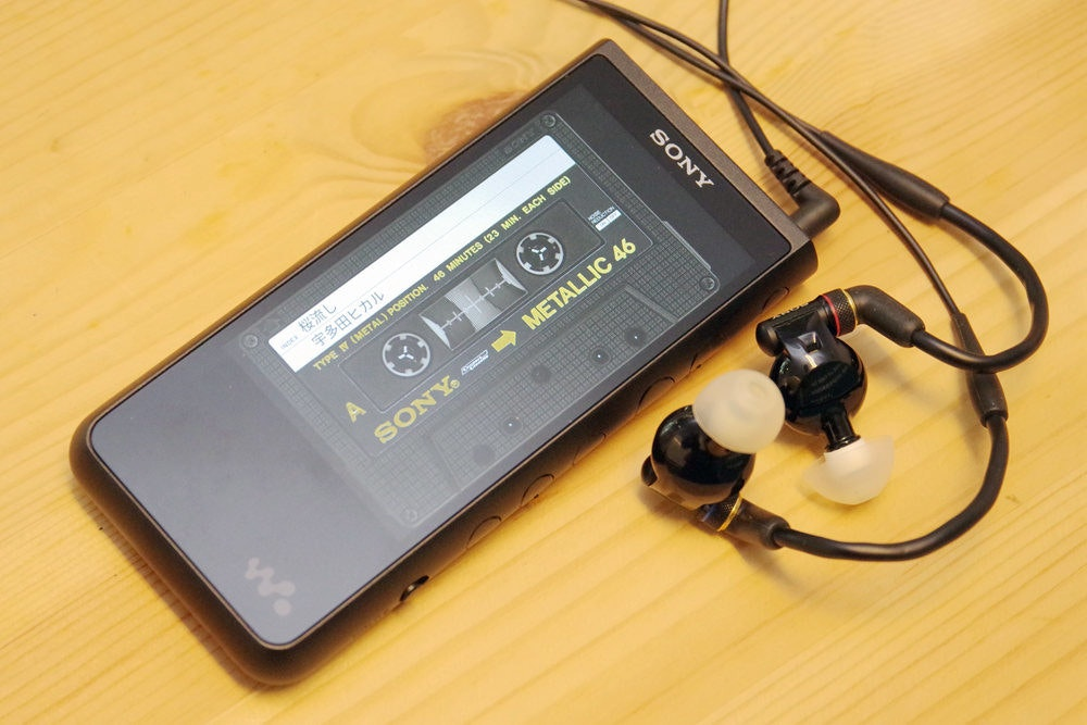 照片中提到了| 桜流し、宇多田ヒカル、TYPE N (METAL) POSITION. 46 MINUTES (23 MIN. EACH SIDE),跟了索尼、&通訊有關,包含了電子配件、功能手機、索尼公司、手機、索尼NWZX507B ZX500隨身聽ZX系列