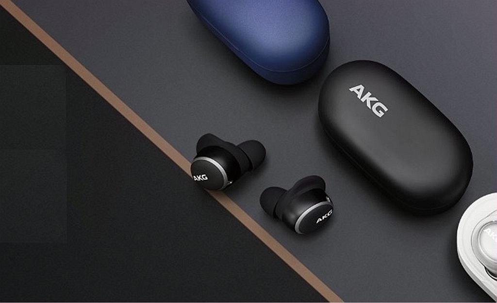 照片中提到了AKG、AKG,跟AKG有關,包含了akg由harman、頭戴式耳機、哈曼國際、音響器材