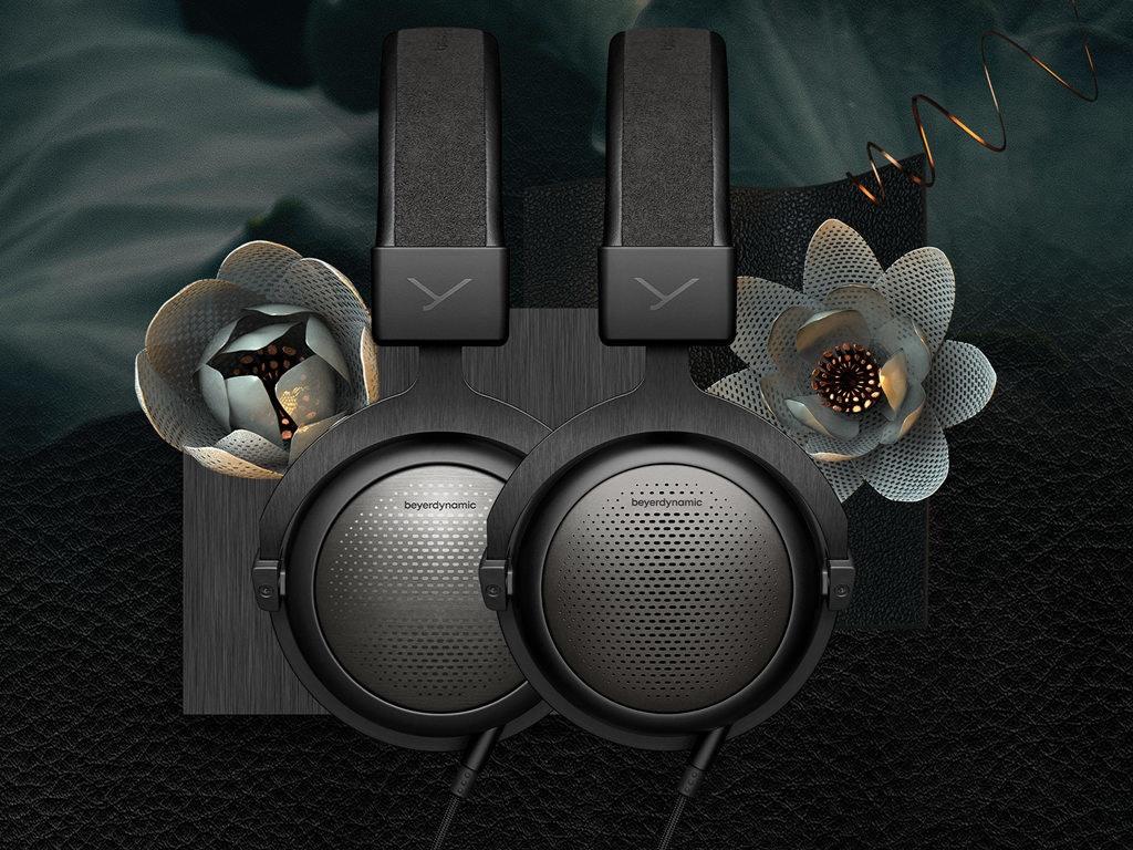 照片中提到了beyerdynamic、beyerdynamic,包含了頭戴式耳機、Bang&Olufsen BeoPlay、音響器材、低音炮、高保真度