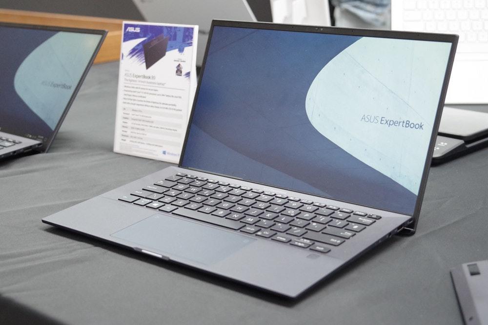 照片中提到了AGUS、toetloa、ASUS ExpertBook,包含了上網本、上網本、個人電腦、電腦硬件、電腦