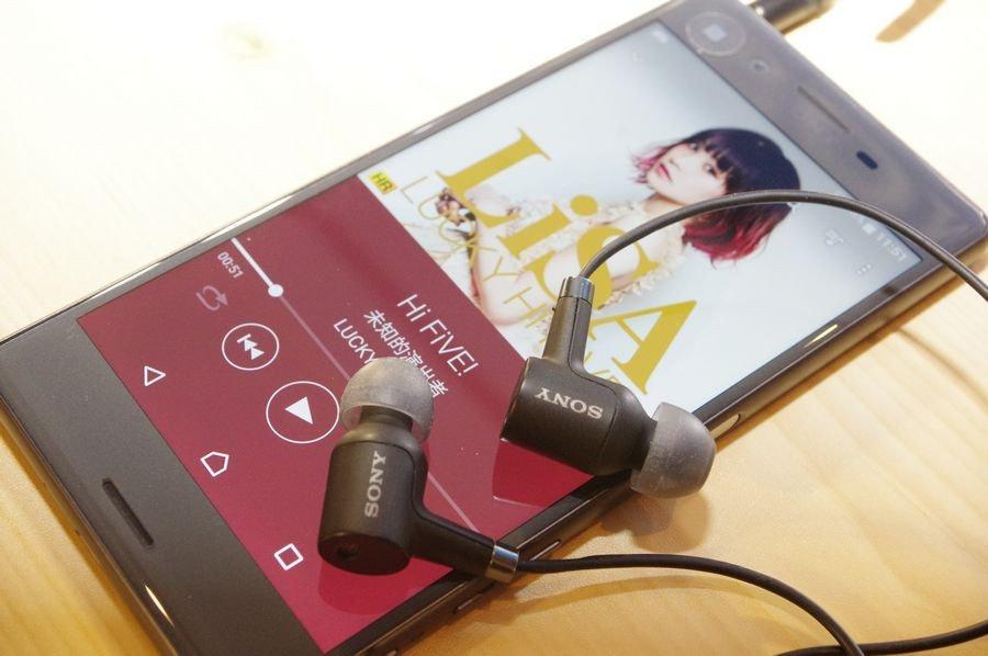 照片中提到了11.51、ANOS、Li,跟亚诺斯有关,包含了音响器材、手机、索尼Xperia X、索尼Xperia XA、功能手机