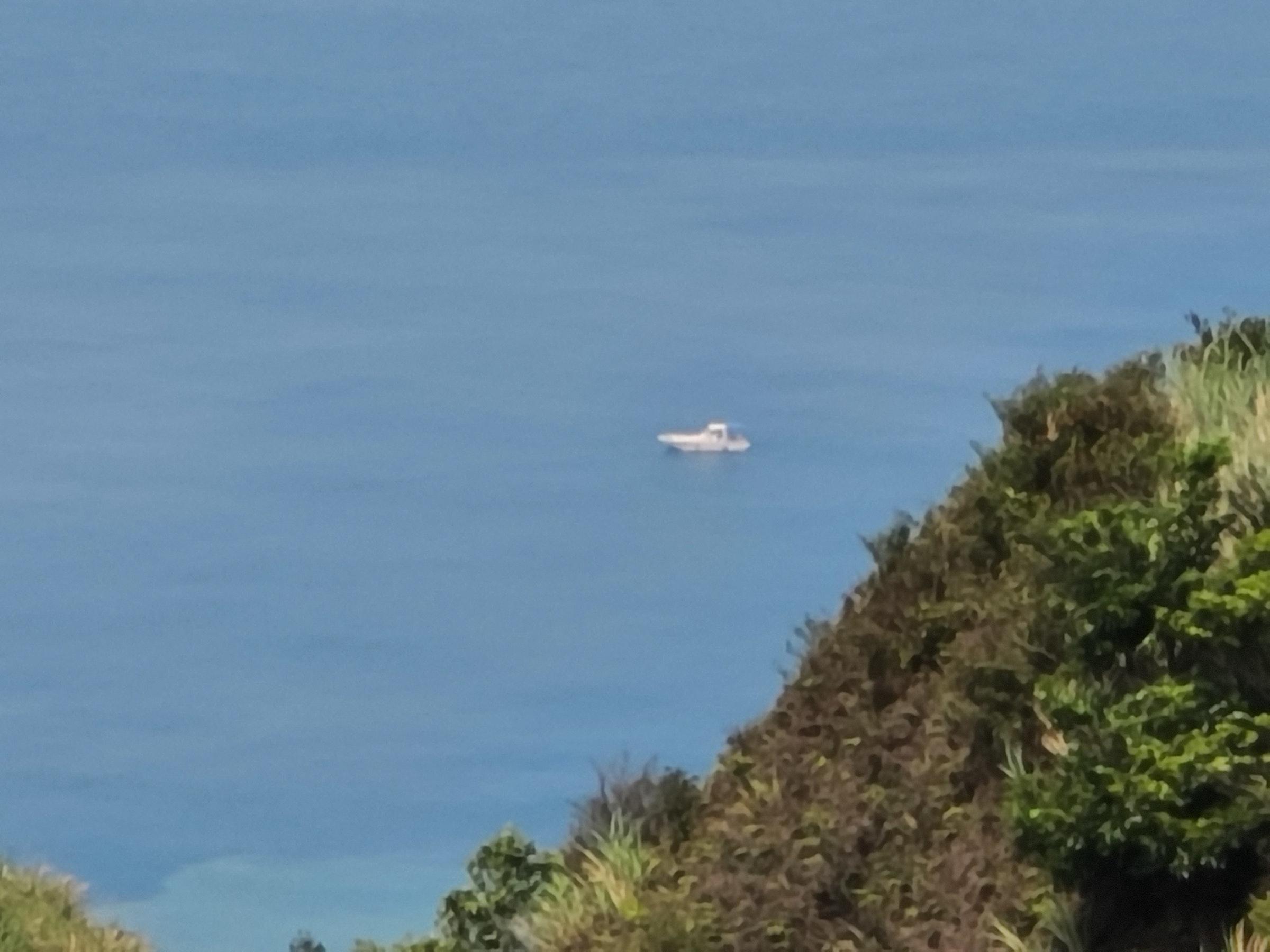 照片中包含了海岸、海岸、生物群系、岬角、海角