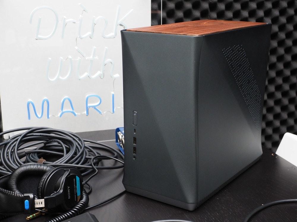 照片中提到了Drink、MARI、HII,包含了音箱、電腦音箱、電腦機箱、電腦硬件、低音炮