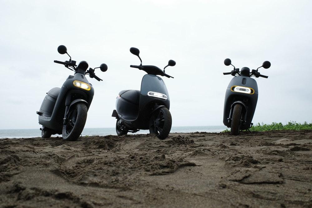 照片中包含了汽車、摩托車、汽車設計、摩托車、大黃蜂類