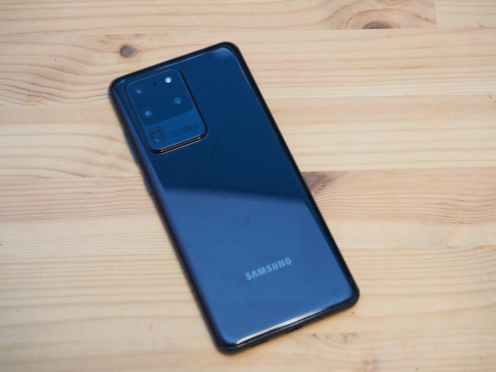 照片中提到了100X、SAMSUNG,跟三星集团有关,包含了功能手机、功能手机、手机、手机配件、蜂窝网络