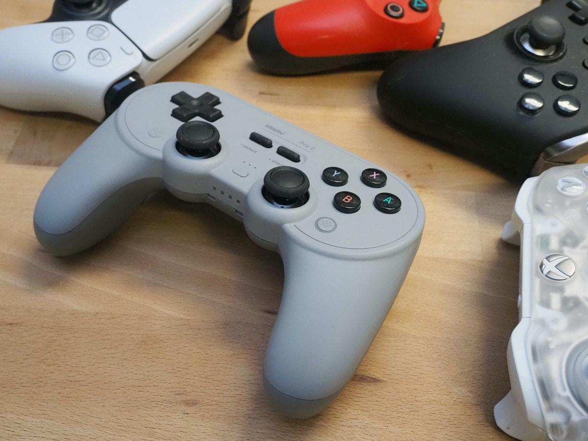 照片中跟希思羅機場快線有關,包含了遊戲控制器、遊戲控制器、遊戲桿、PlayStation 3配件、產品設計