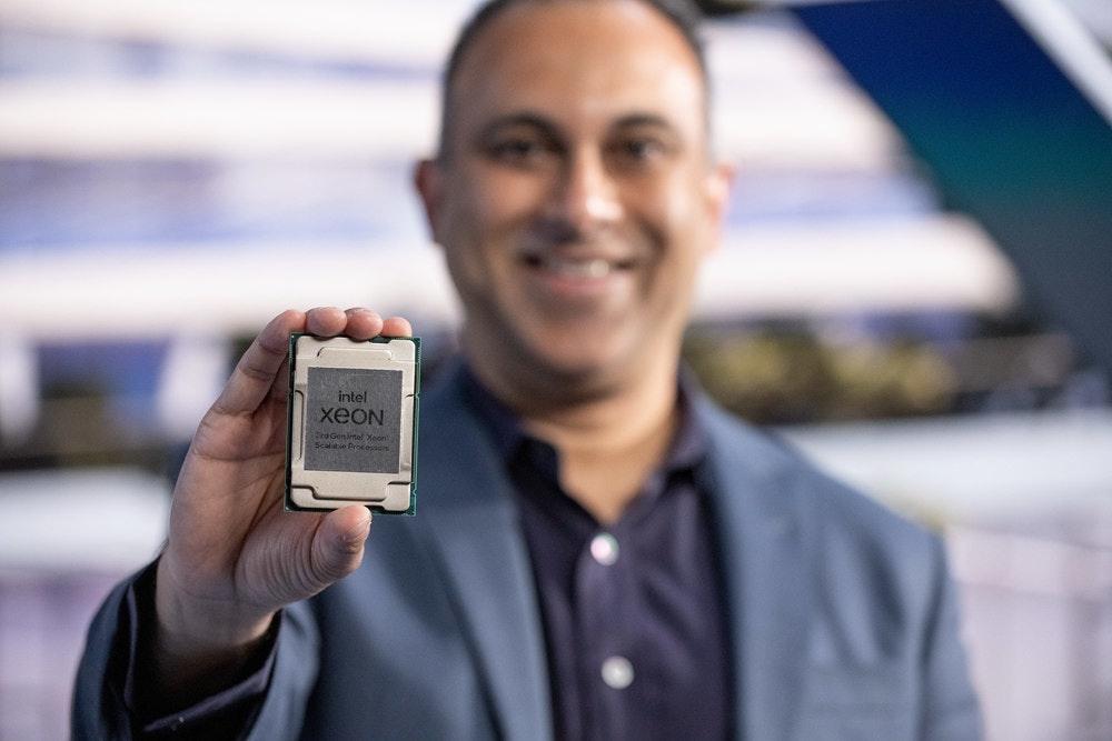 照片中提到了intel、xeON、rdGenintel Xeon,包含了小工具、至強、英特爾、中央處理器、處理器