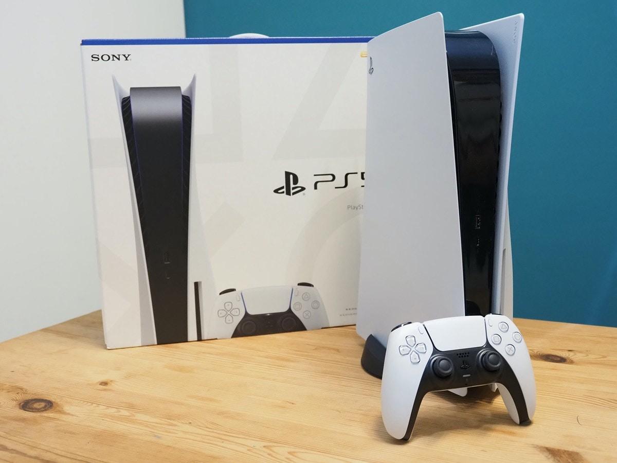 照片中提到了SONY、PlaySt,跟的PlayStation有關,包含了控制台視頻遊戲、索尼PlayStation 5、國際足聯 21、了索尼、Xbox 360