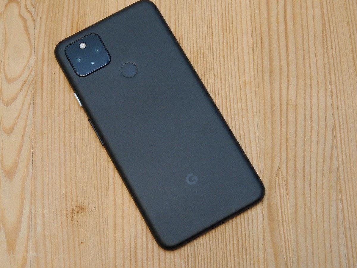 照片中包含了功能手機、像素5、Google Pixel 4a(5G)、功能手機、蜂窩網絡
