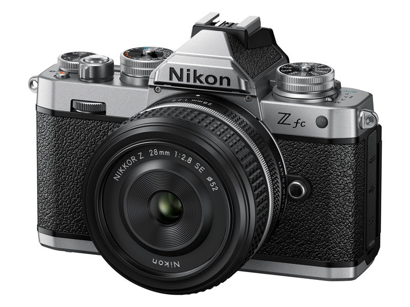照片中提到了Nikon、Z fc、28 mm,跟尼康有關,包含了鏡頭、鏡頭、單反相機、無反光鏡可換鏡頭相機、相機