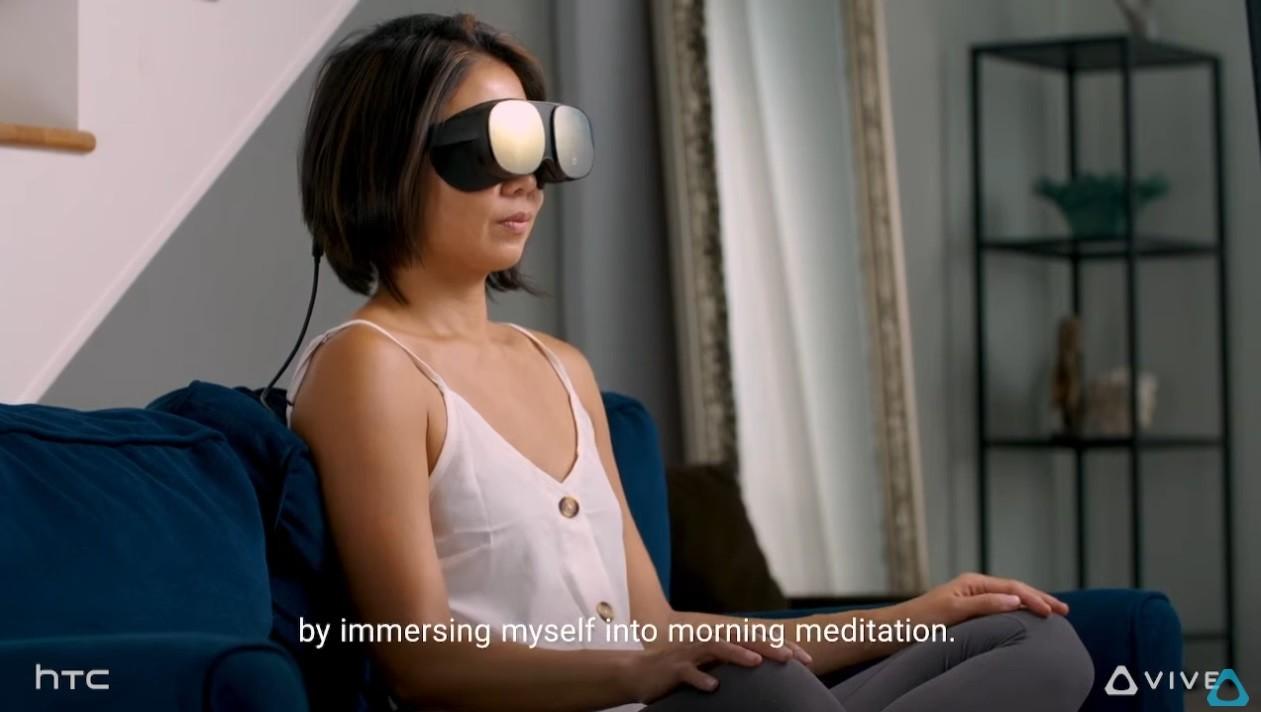 照片中提到了by immersing myself into morning meditation.、hTC、OVIVE,跟宏達電、HTC Vive有關,包含了肩、墨鏡、眼鏡、音響器材、棕色的頭髮
