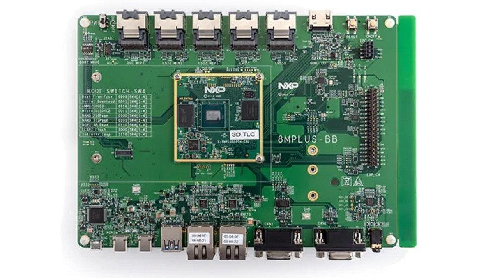 照片中提到了NXO、80OT SWITCH-SW4、NXO,包含了阿里亞10足球、片上系統、電腦硬件、電腦、英特爾