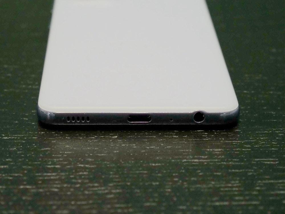 照片中提到了00000,包含了手机、移动电话、便携式通讯设备、手机、产品设计
