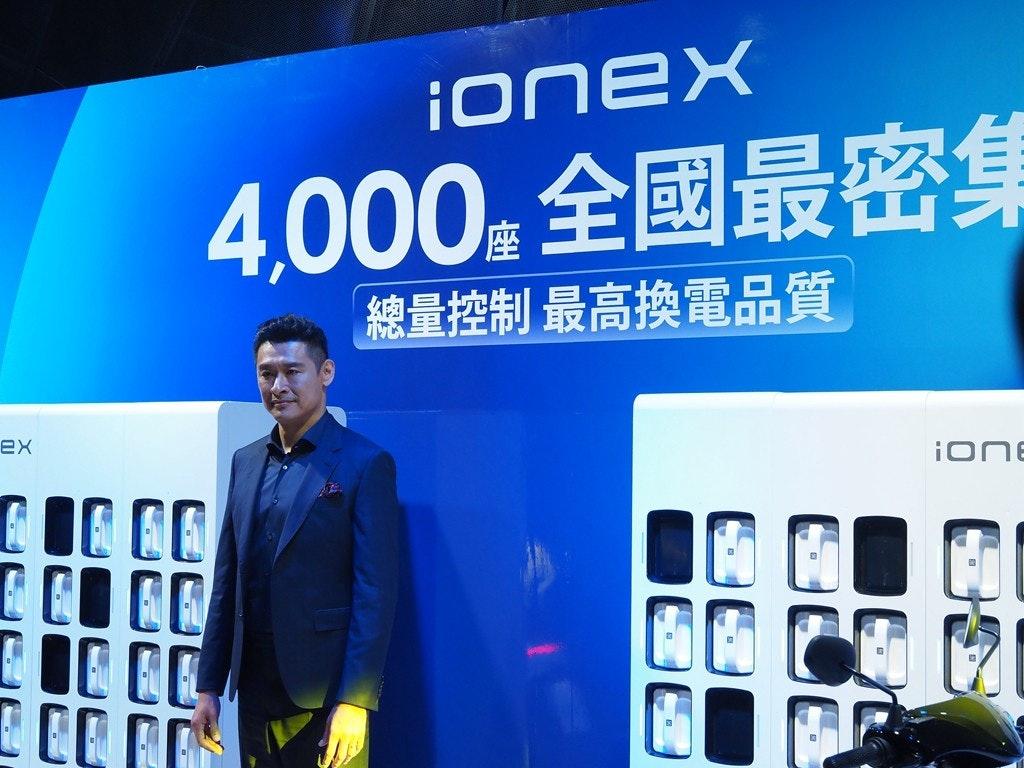 照片中提到了iOnex、4.000。全國最密集、總量控制最高換電品質,跟芳綸有關,包含了歡樂三國志、公共關係、通訊、顯示裝置、牌