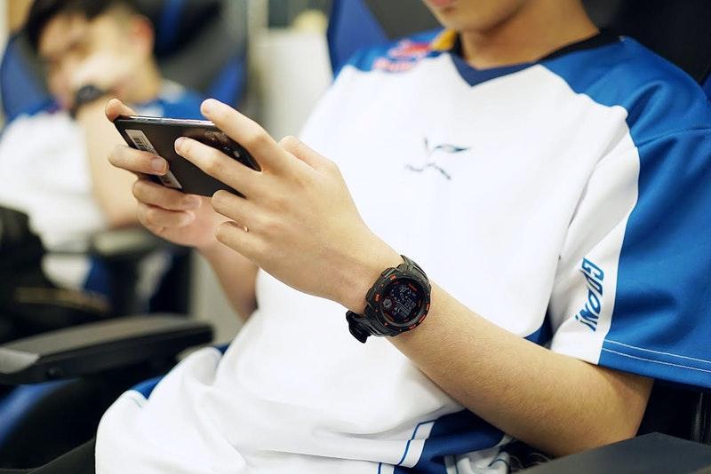 鎖定電競玩家, Garmin 推出 Garmin Instinct Esport 電競潮流版智慧錶
