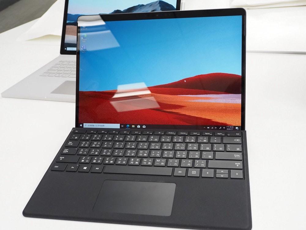 照片中提到了Del、teme、End,包含了上網本、電腦硬件、Surface Pro X、Surface Go 2、上網本