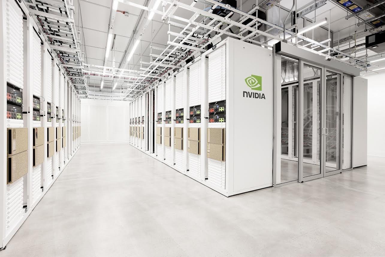 照片中提到了NVIDIA,跟英偉達有關,包含了超級電腦、電腦、Radeon