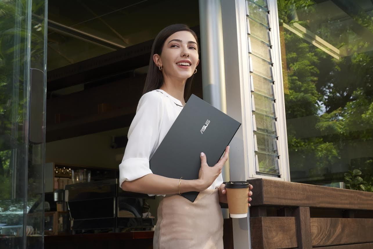 照片中包含了Zenbook、ZenBook Flip S UX370、華碩、電腦、華碩