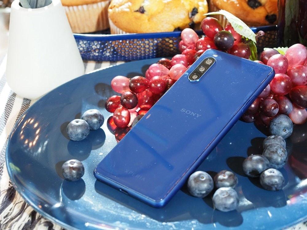 照片中提到了SONY、XPERIA,包含了鈷藍色、索尼Xperia 1 II、索尼Xperia 10 II、索尼Xperia 1、索尼Xperia XA2