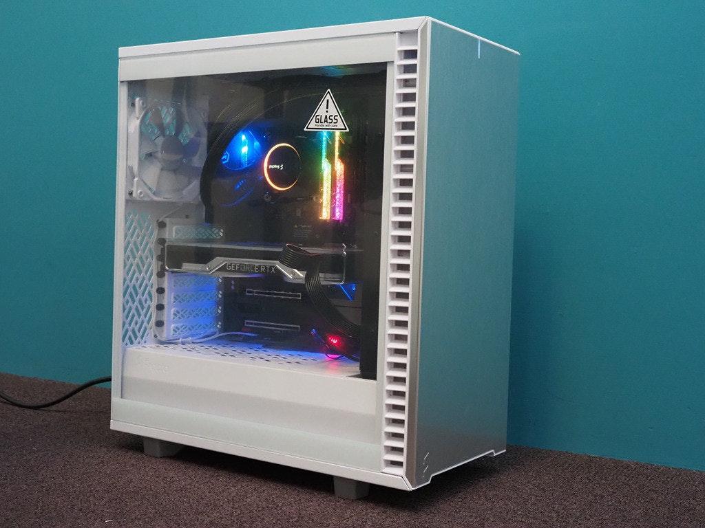 照片中提到了GLASS、GEFORCE RTX,包含了電腦機箱、電腦機箱、產品設計、電腦、產品