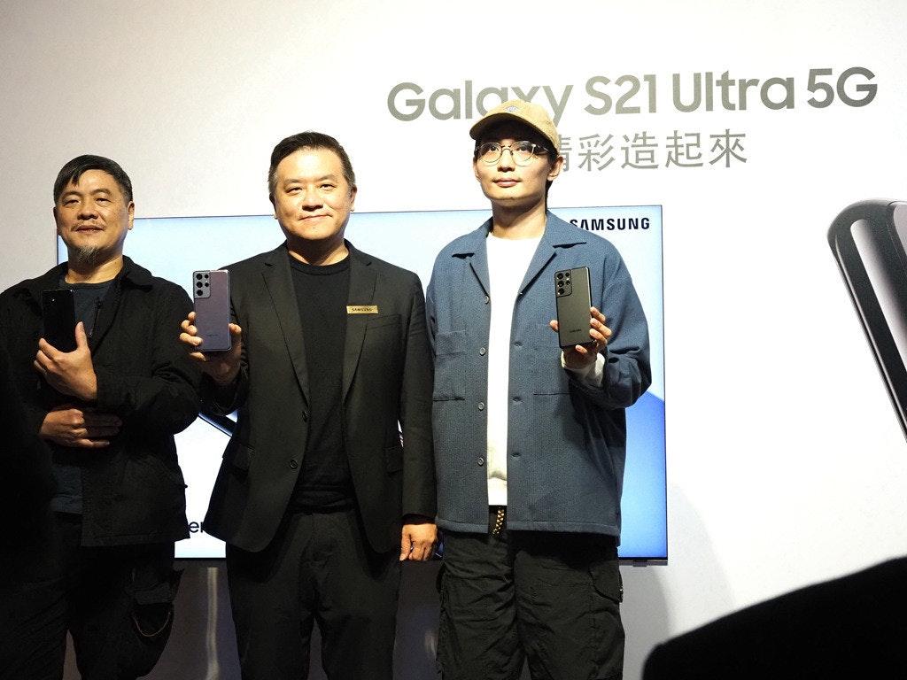 照片中提到了Galayy S21 Ultra 5G、彩造起來、SAMSUNG,包含了三星Galaxy S6、商人、三星Galaxy S6、公共關係、白領階層