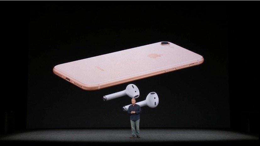 照片中提到了...,包含了表、iPhone X、iPhone 7、iOS 11、蘋果