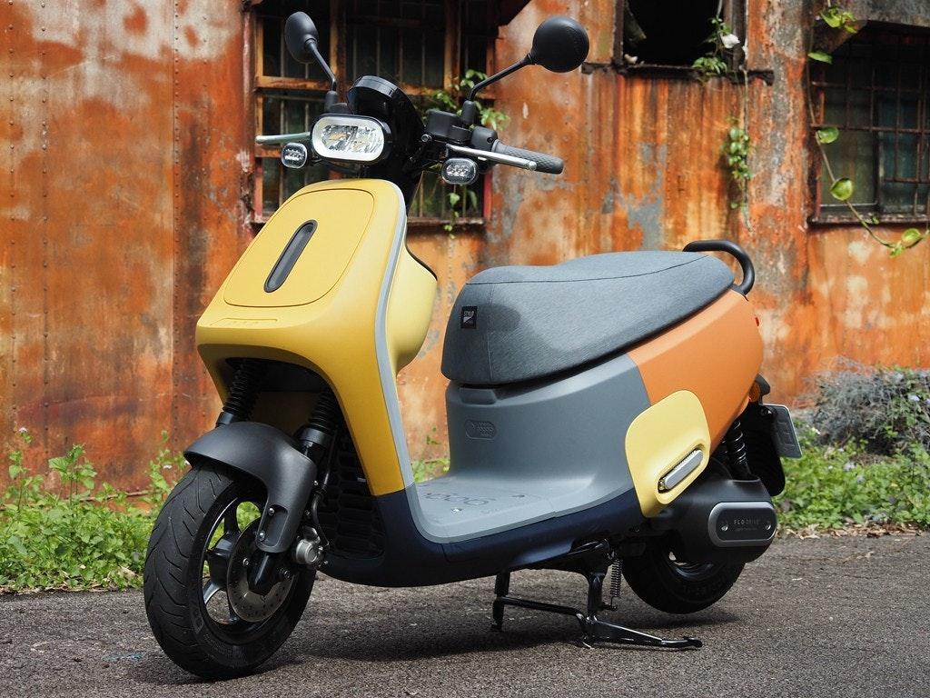 照片中提到了FLO,包含了汽車、助力車、摩托車、摩托車配件、汽車設計
