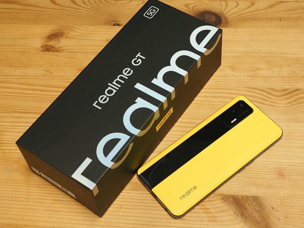 照片中提到了realme、5G、realme GT,包含了手機、手機、產品設計、移動電話、功能手機