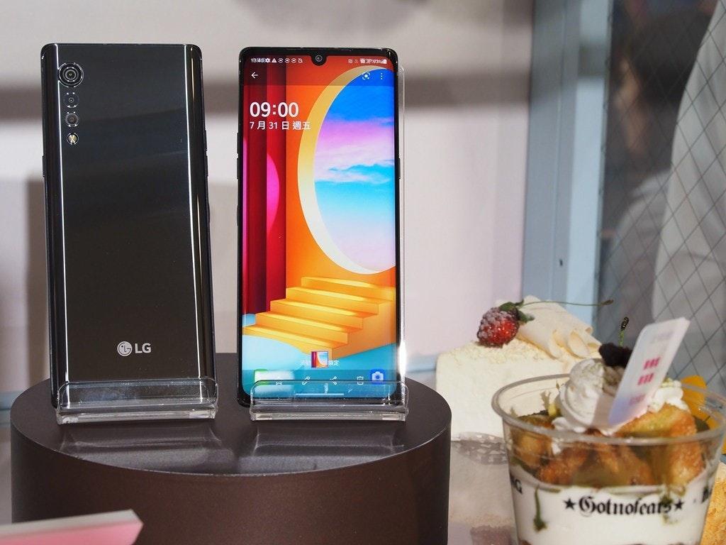 照片中提到了13400 A 8888、09:00、7月31日週五,跟內森的名品有關,包含了移動電話、產品設計、lg天鵝絨、設計、LG