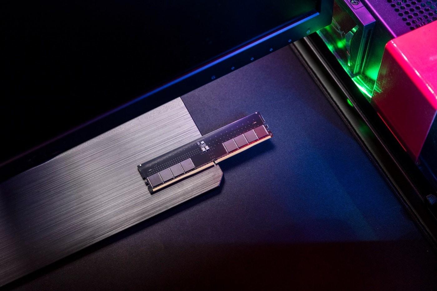 照片中包含了ddr5 金士頓、顯示卡、金士頓科技、DDR5 SDRAM、母板