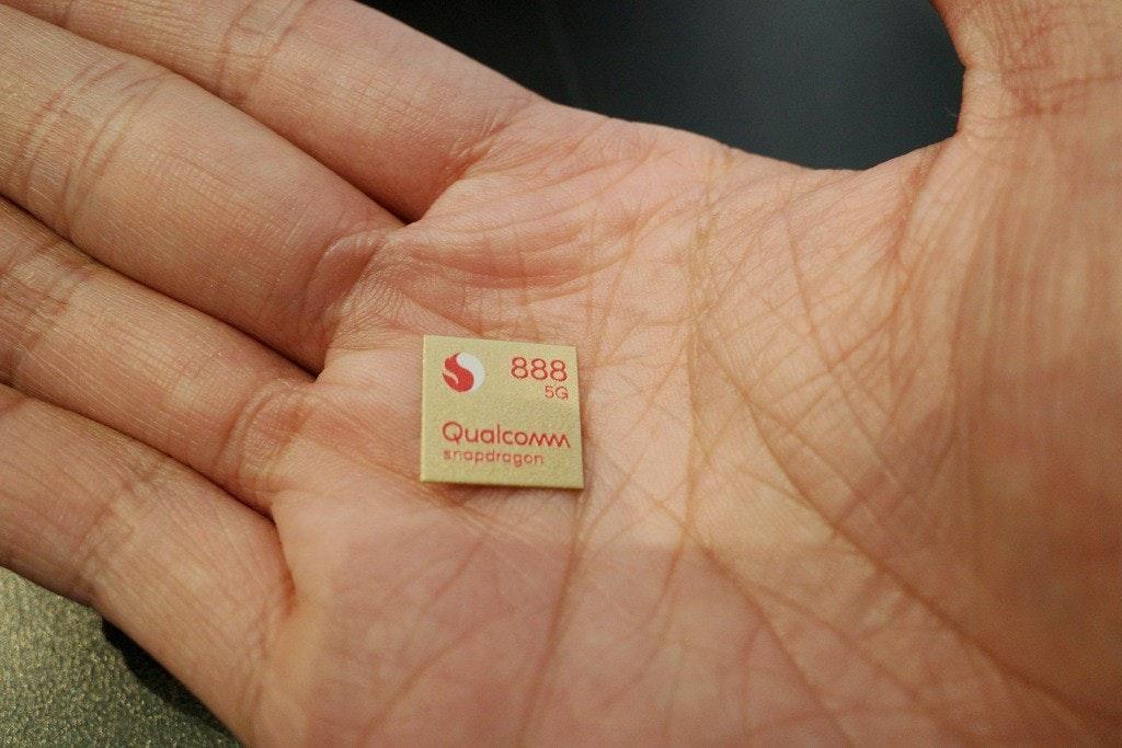 照片中提到了888、5G、Qualcomm,包含了手、癮科技、高通公司、電腦、高通金魚草