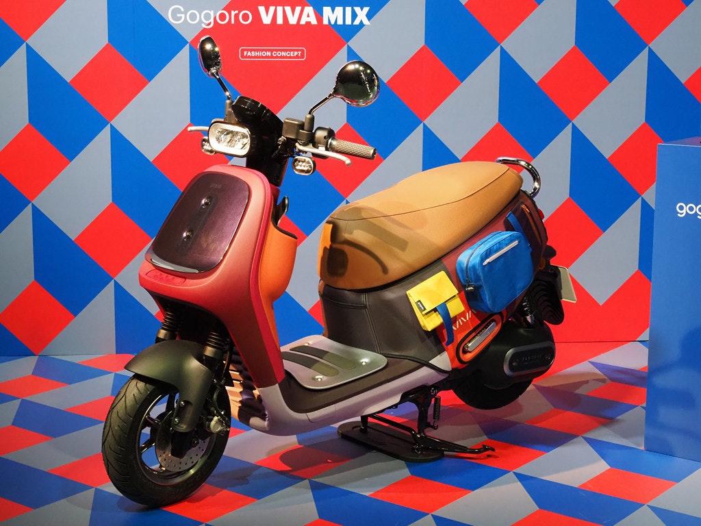 照片中提到了Gogoro VIVA MIX、FASHION CONCEPT、gog,包含了汽車、摩托車、汽車設計、摩托車、紅色