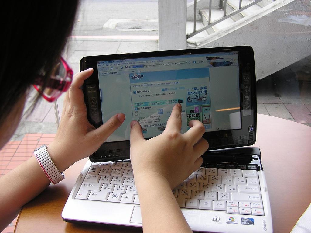 是我和小老公的相遇:平板小筆電Lenovo S10-3T動手玩這篇文章的首圖