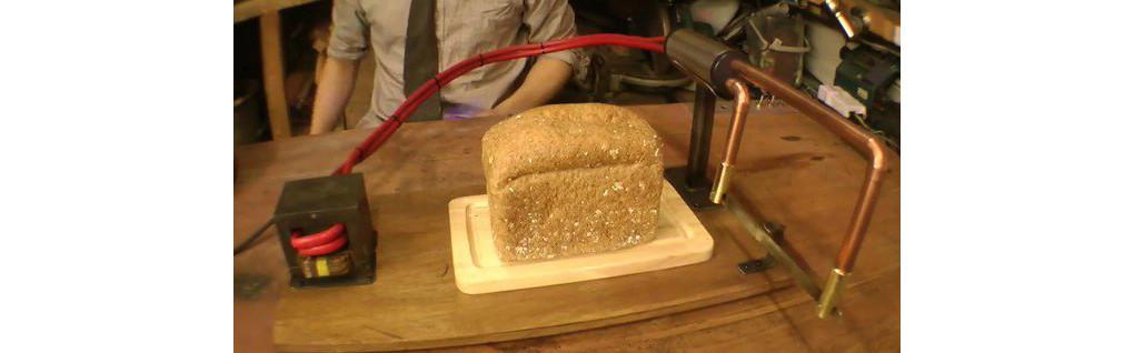 是又一創意發明!神奇「吐司刀」切開麵包即變成吐司這篇文章的首圖