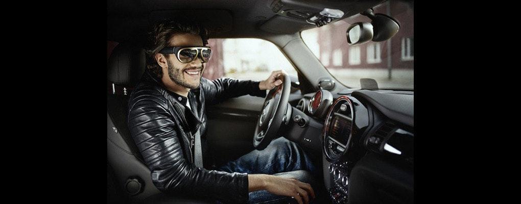 是MINI 發表供駕駛者專用 AR 眼鏡這篇文章的首圖