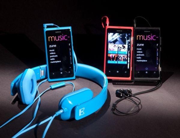 是Nokia 發表6款手機,Lumia 710 與 Lumia 800 皆是 WP7(補Live View影片)這篇文章的首圖