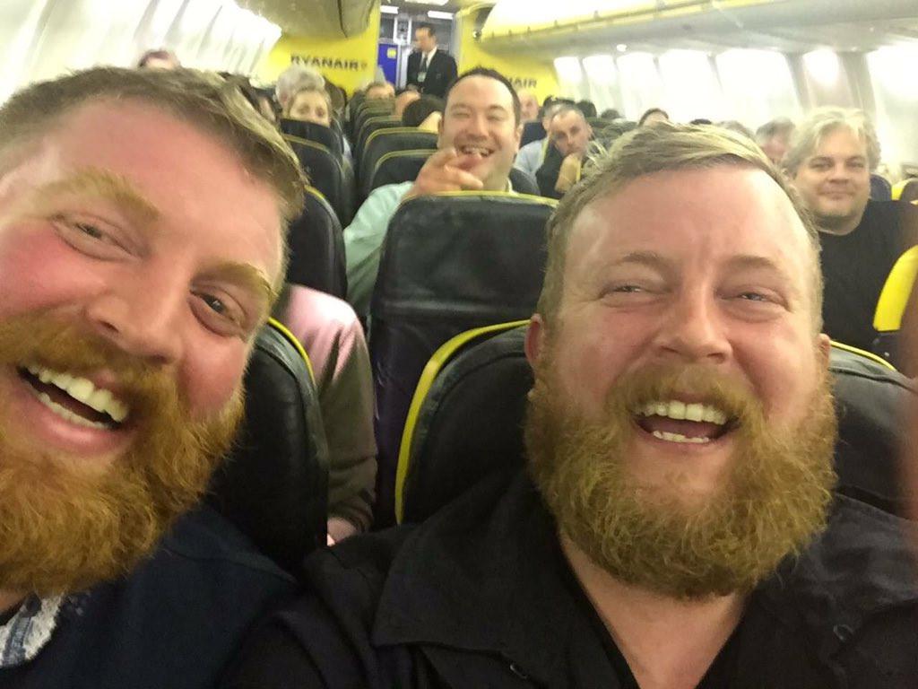是什麼叫做奇蹟?搭飛機坐在隔壁的乘客居然和自己長得一模一樣這篇文章的首圖