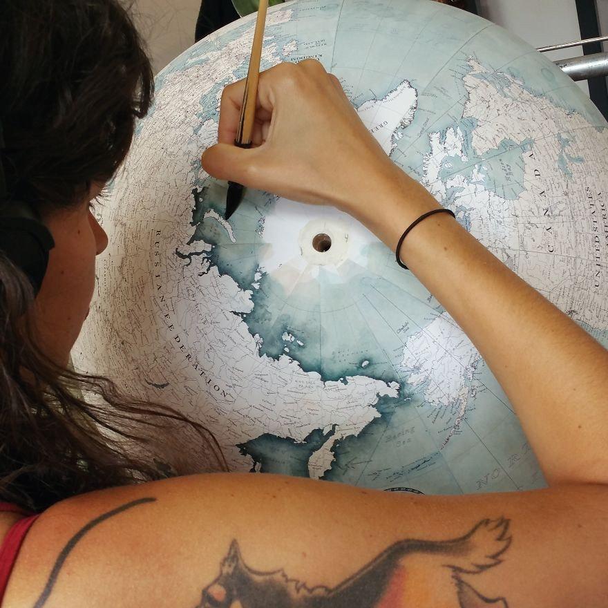 是世界上僅存少數的手工地球儀團隊這篇文章的首圖
